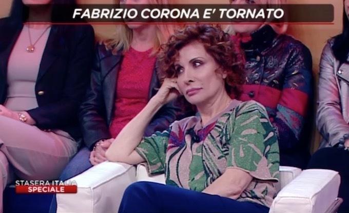 Barbara D'Urso distrugge Fabrizio Corona