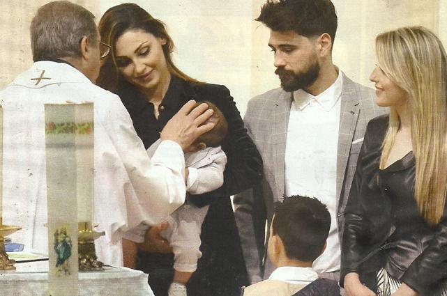 Anna Tatangelo madrina al battesimo del nipote insieme al figlio Andrea