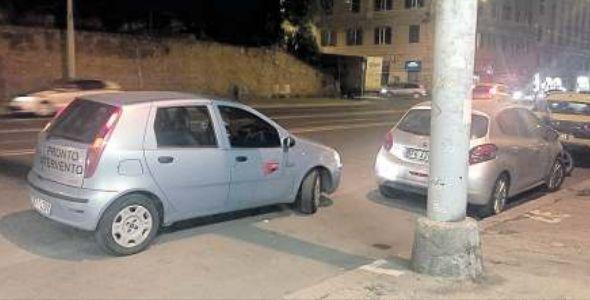 Roma, via Emanuele Filiberto, ausiliari Atac nascosti in