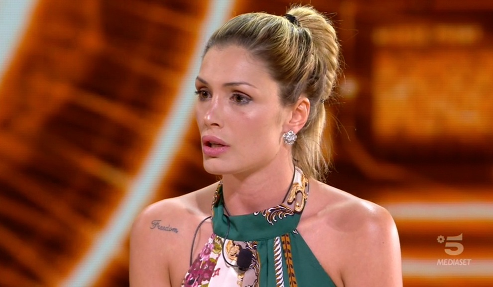 Selvaggia Lucarelli risponde alla maglietta di Favoloso del Grande Fratello 2018