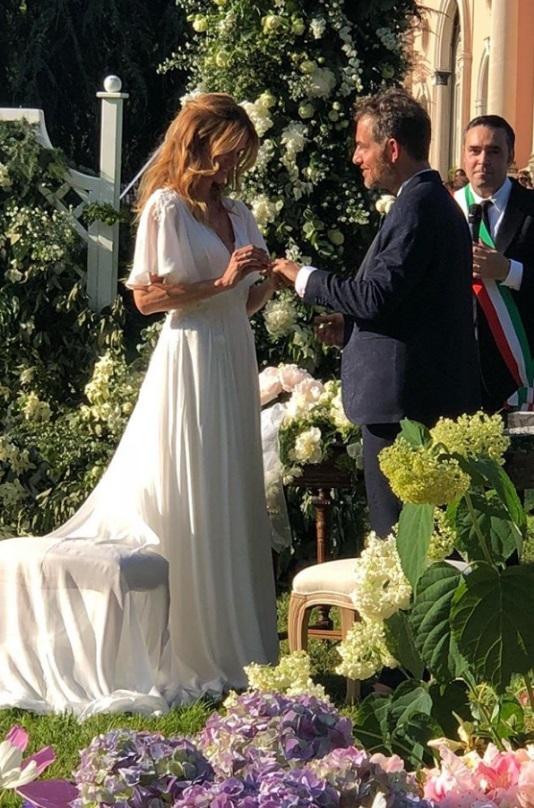 Matrimonio Filippa Lagerback : La foto di bossari e lagerback dopo prima notte nozze