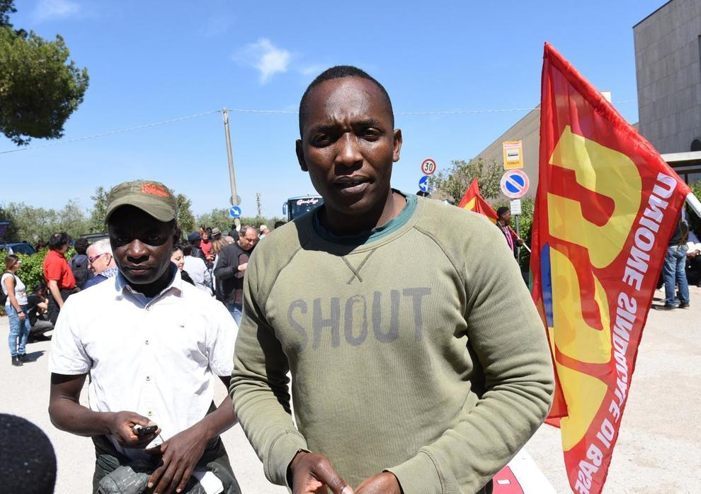 a roma `non si affitta agli stranieri`: la denuncia di aboubakar soumahoro - leggo