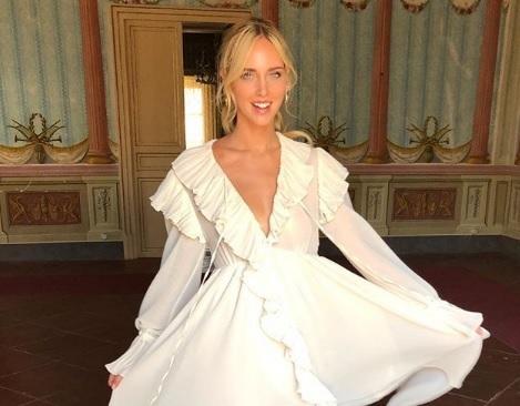 sito affidabile 1aa60 f6a2c Chiara Ferragni prova l'abito da sposa: il vestito bianco ...
