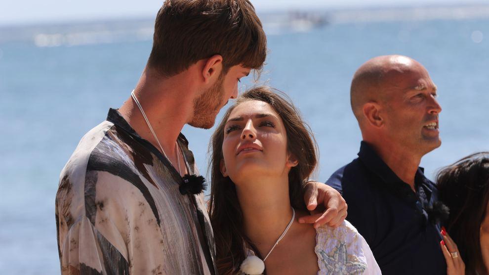 Nicoletta e Bettarini restano insieme: la reazione di Simona non passa inosservata