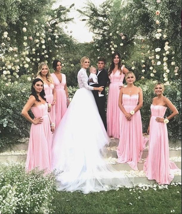 0edc5dbffa LE STILISTE SCELTE DALLA FERRAGNI L'abito da sposa di Chiara è Dior Haute  Couture. Durante il party di benvenuto ha indossato un abito di Prada  disegnato ...