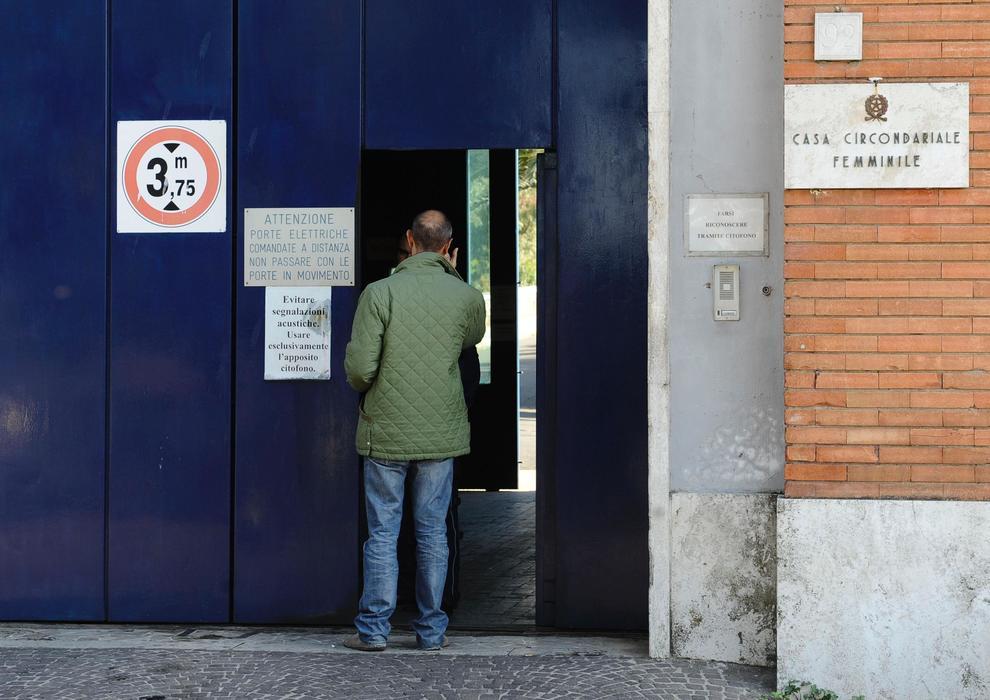 Rebibbia: detenuta lancia i due figli dalle scale, uno muore