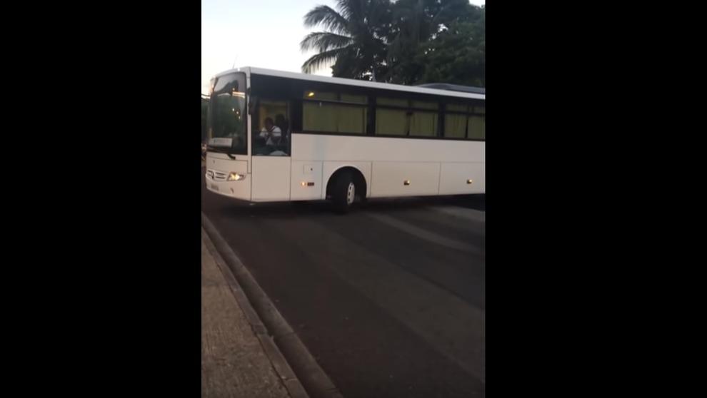 Fuga d'amore a 9 anni: si fa accompagnare con scuolabus da fidanzatina