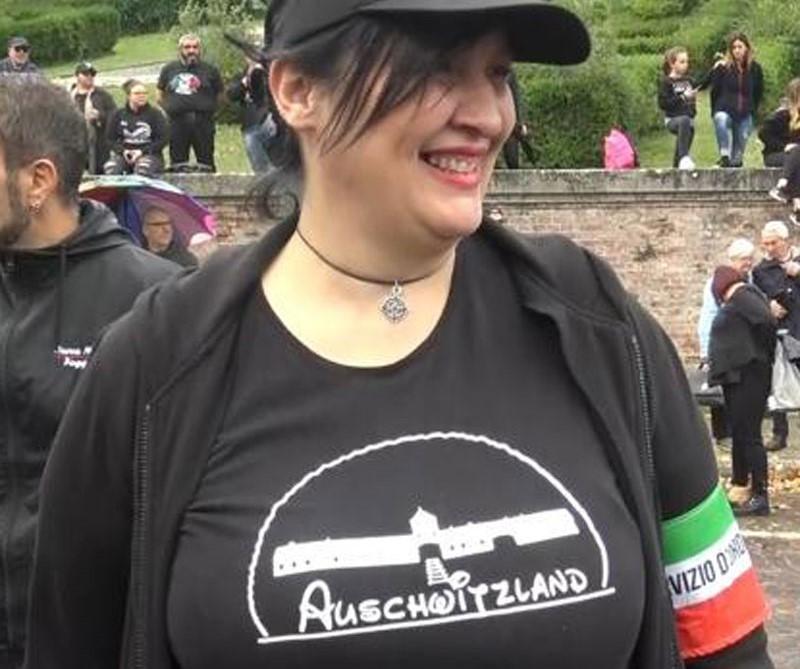 """Maglietta """"Auschwitzland"""", la militante Ticchi sospesa da Forza Nuova"""