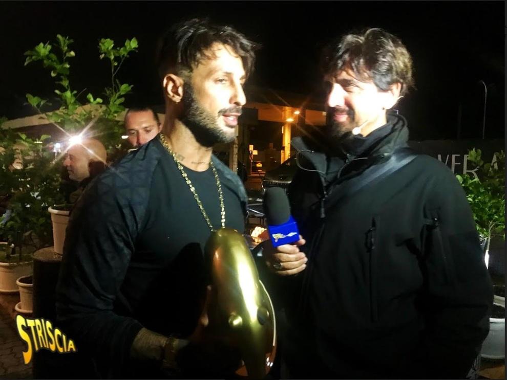 'Striscia la Notizia', Fabrizio Corona riceve l'ennesimo Tapiro d'Oro!