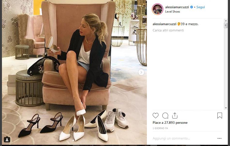 Alessia Marcuzzi hot: in viaggio per il compleanno prova le