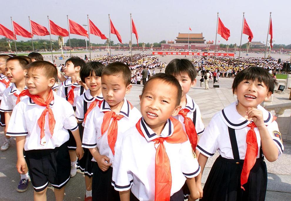 """Cina, a scuola """"uniformi intelligenti"""" con Gps e riconoscimento facciale per tracciare gli studenti"""
