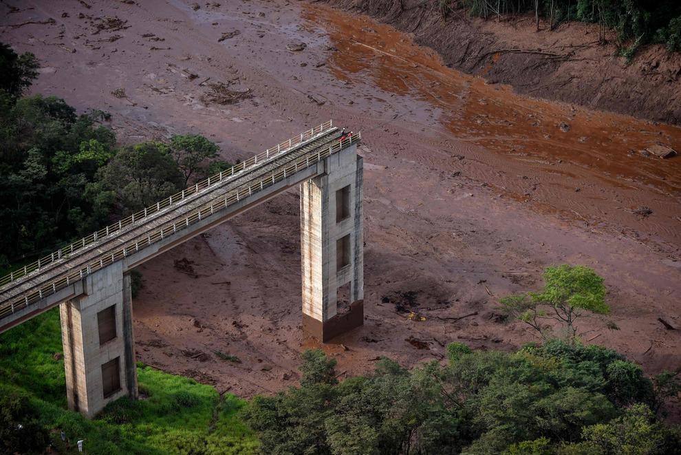 Il crollo della diga in Brasile ha sepolto 300 persone