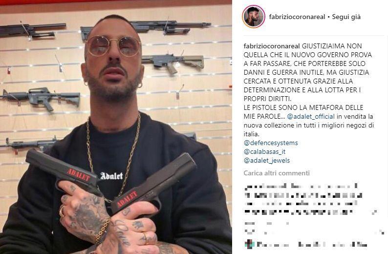 Corona, foto con due pistole su Instagram: