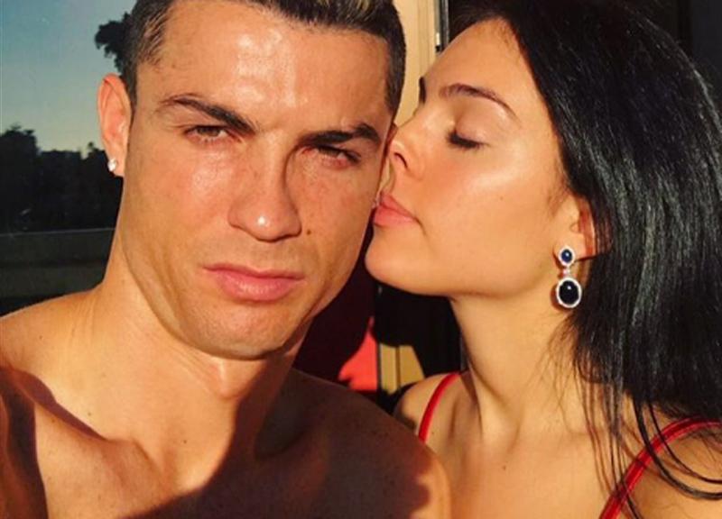 Cristiano Ronaldo allena il figlio Mateo di un anno e mezzo a giocare a calcio VIDEO