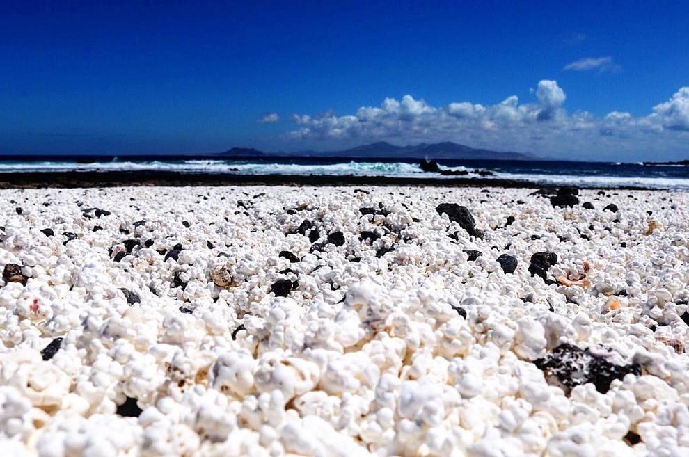 Popcorn beach, la spiaggia di Fuerteventura dove al posto ...