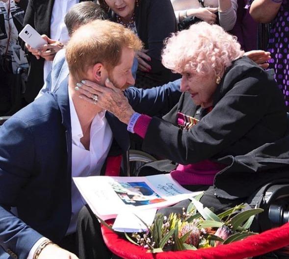 La Regina Elisabetta vieta a Meghan i gioielli di Diana