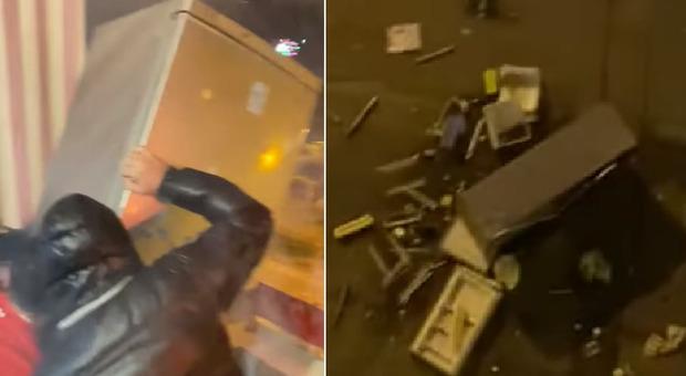 Taranto, per capodanno lanciano il frigorifero in strada dalla terrazza del condominio
